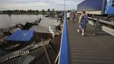 Penduduk Irkutsk merasa pemerintah setempat tidak memberi mereka informasi yang cukup atau peringatan dini supaya bersiap menghadapi bencana banjir, dan menghindari jatuhnya korban serta menekan tingkat kerusakan. (REUTERS/Alexey Golovshchikov)