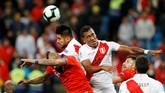 Chile yang berstatus sebagai juara bertahan menghadapi Peru di babak semifinal Copa America 2019. (REUTERS/Diego Vara)