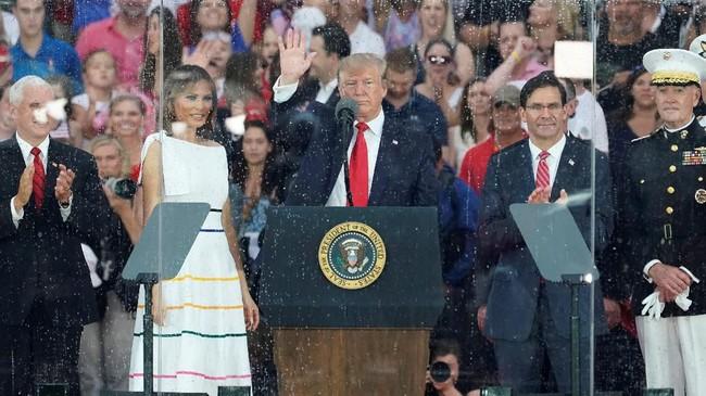 Dalam pidato tersebut, Trump membangga-banggakan kekuatan militernya dan menyerukan agar para pemuda bangsa berbakti di angkatan bersenjata. (Reuters/Joshua Roberts)
