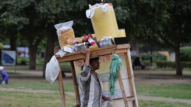 Melalui serangkaian kebijakan baru, pemerintah India berharap bisa menurunkan angka pengangguran yang saat inimencapai 6,1 persen. (AFP/Sajjad HUSSAIN)
