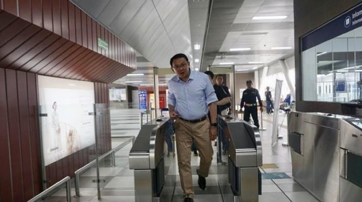 Basuki T Purnama Naik MRT (Instagram/BasukiBtp)