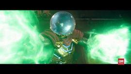 VIDEO: 'Mysterio' Nyaris Patah Leher Gara-gara Jubah