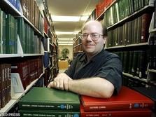 Pendiri Wikipedia Kritik 'Keculasan' Facebook & Twitter