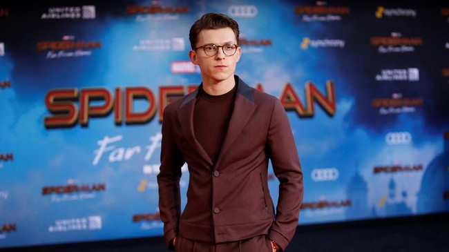 Sebelumnya, Tom Holland sebagai Spider-Man serta pula bersama pasukan Avengers lain, bertarung melawan Thanos dalam Avengers: Endgame yang memiliki akhir mengejutkan. (REUTERS/Danny Moloshok)