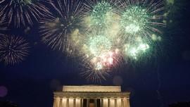 FOTO: Hingar Bingar Parade Kemerdekaan Ala Donald Trump