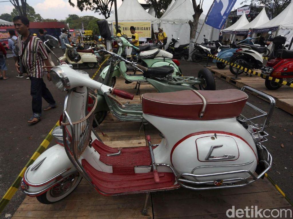 Tak cuma itu, motor-motor jadul ikutan meramaikan gelaran otomotif ini. Foto: Agung Pambudhy
