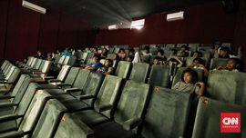 Menikmati Putaran Film di Tengah Riuh Pasar Teluk Gong