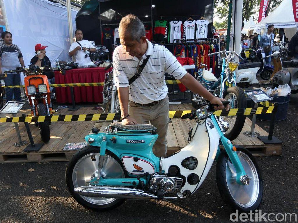 Koleksi motor jadul yang tampil di Parjo. Foto: Agung Pambudhy