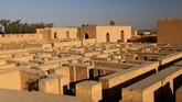 Situs Babilonia, kata UNESCO, terlihat sangat rentan. Perlu segera dilakukan konservasi untuk strukturnya yang berada di ambang runtuh. (REUTERS/Thaier Al-Sudani)