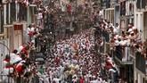 Pada 6 Juli, Festival San Fermin yang tersohor kembali diadakan di Pamplona, Spanyol. (REUTERS/Susana Vera)