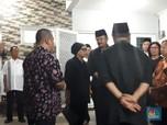 Bahas Pemakaman, Menlu Retno Tiba di Rumah Duka Sutopo