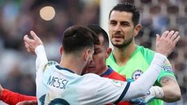 FOTO: Detik-detik Messi Dapat Kartu Merah di Copa America