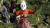 Suasana meriahmenyambut pesta rakyat Adu Kuluwung di kawasan perbukitan Suka Makmur, Kabupaten Bogor, Jawa Barat. (ANTARA FOTO/Yulius Satria Wijaya)