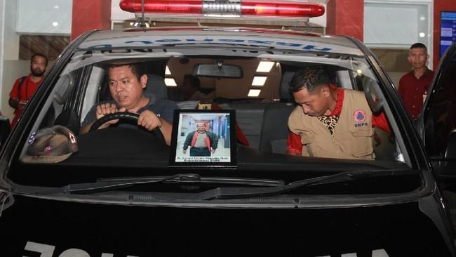 Upacara pemakaman Sutopo di Boyolali direncanakan dilakukan mulai pukul 09.30 WIB, Senin (8/7). Kepala BNPB Letjen TNI Doni Monardo menyatakan pemakaman Sutopo akan diawali upacara militer dengan peserta PNS di Boyolali.(ANTARA FOTO/Muhammad Iqbal)