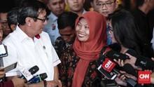 Baiq Nuril Semringah Usai Rapat di DPR: Selangkah Lagi