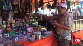 Berebut Untung 'Musiman' di Lapak 4 Meter Asrama Haji