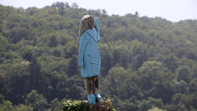 Patung Melania Trump Disebut Mirip Orang-orangan Sawah