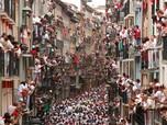 Ribuan Warga Ramaikan Festival San Fermin Spanyol