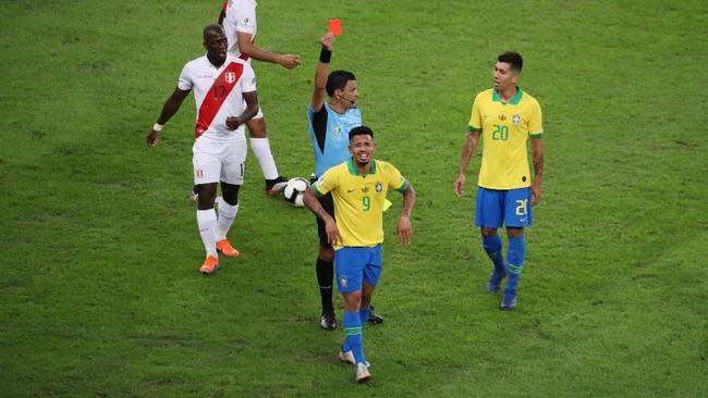 Kartu merah di final Copa America 2019 merupakan yang pertama bagi Gabriel Jesus bersama timnas Brasil sejak debut pada 2016. (REUTERS/Sergio Moraes)
