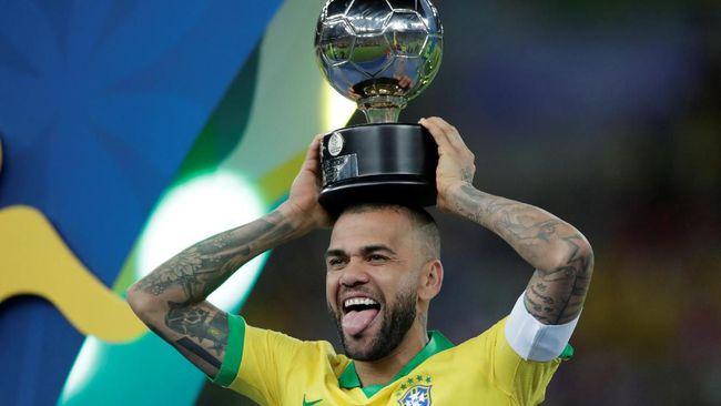 Copa America 2019: Dani Alves Sabet Gelar Pemain Terbaik