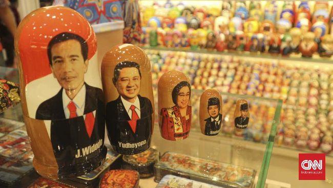 Boneka Jokowi Laris Jadi Oleh-oleh di Rusia