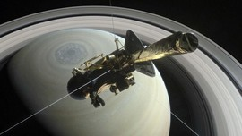 Saturnus Terhalang Awan Tebal di Langit Jakarta
