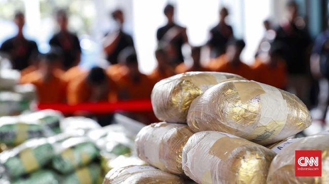 Bagian dari Jaringan Narkoba Internasional, 3 Polisi Ditahan