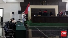 Bahar Smith Cium Bendera Merah Putih Usai Divonis 3 Tahun Bui