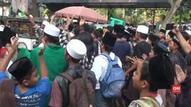 VIDEO: Massa Ramaikan Sidang Putusan Kasus Bahar Smith