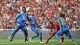 Pada babak kedua Persib mulai berani tampil menyerang dan memainkan bola lebih lama. (CNN Indonesia/Adhi Wicaksono)