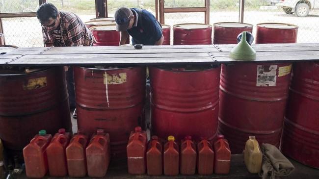 Dalam sehari, pesawat air tractor bisa membawa 4 ton BBM untuk kebutuhan masyarakat di perbatasan. (ANTARA FOTO/M Agung Rajasa).
