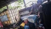 Pengelola agen premium dan minyak solar (APMS) Krayan Jos Leber mengatakan kebutuhan BBM sangat tinggi, khususnya untuk alat transportasi, pertanian dan penerangan. (ANTARA FOTO/M Agung Rajasa).