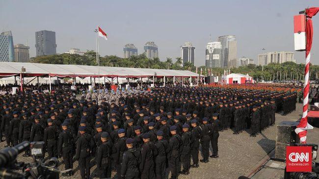 Presiden Jokowi Pimpin Upacara HUT Bhayangkara di Monas