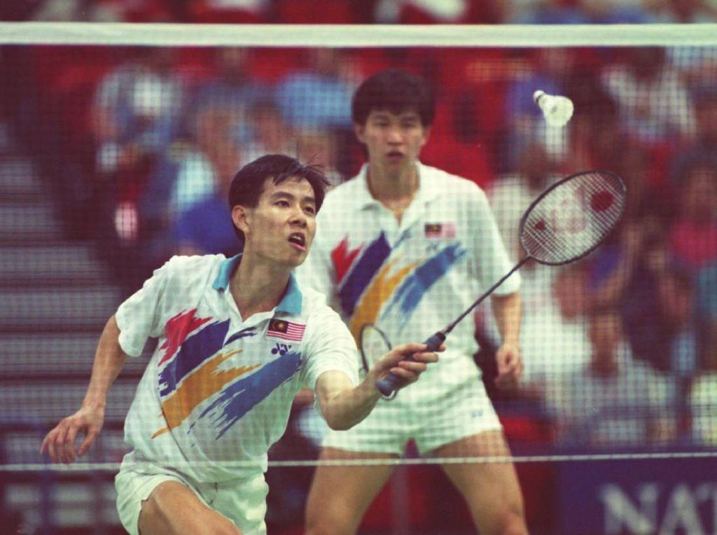 Aksi Chee Soon Kit dan Soo Beng Kieng saat bermain di Kejuaraan Bulutangkis Dunia tahun 1993. Mike Cooper/ Allsport/Getty Images.