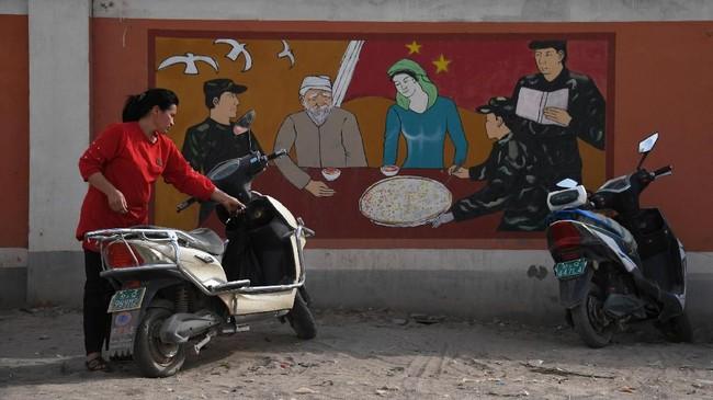 Pemerintah Amerika Serikat mengkritik negara-negara Muslim anggota Organisasi Kerja Sama Islam (OKI) yang dianggap tidak bersikap tegas terkait dugaan persekusi China terhadap etnis Uighur dan minoritas Muslim lainnya di Xinjiang. (Photo by Greg Baker / AFP)