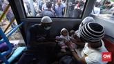 Pemerintah membantah banyak pengungsi asing dan pencari suaka terlantar di sejumlah trotoar. Menurut Kementerian Luar Negeri, puluhan pengungsi asing itu sudah ditempatkan di sejumlah penampungan yang tersebar di Jakarta dan sekitarnya. (CNN Indonesia/Hesti Rika)