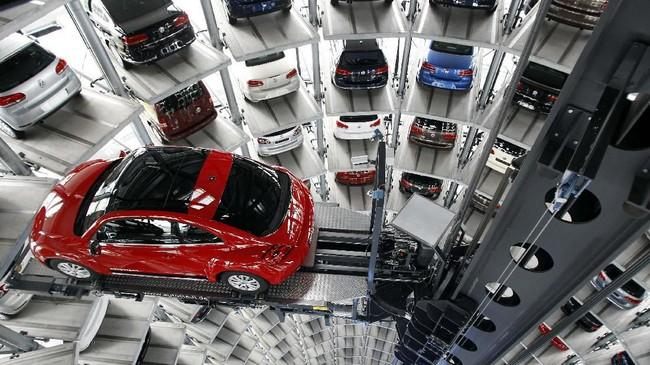 Deretan Volkswagen Beetle generasi terbaru di markasnya di Wolfsburg, Jerman. (AP Photo/Michael Sohn)