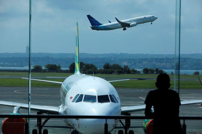 Menpar Wishnutama Harga Tiket Pesawat Masih Mahal