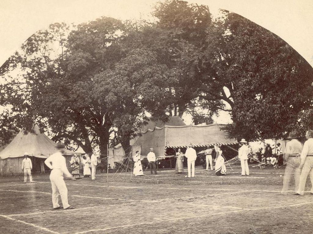 Ada beragam cerita yang mengiringi sejarah lahirnya bulutangkis. Sebagian orang meyakini olahraga ini telah ada dan berkembang di Mesir kuno sekitar 2000 tahun lalu. Namun, ada pula orang yang meyakini bulutangkis berawal dari India dan Republik Rakyat Tiongkok. Hulton Archive/ Getty Images.