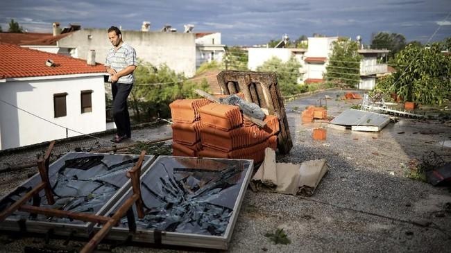 Akibat kejadian ini, pemerintah di Halkidiki menyatakan keadaan darurat bencana. (REUTERS/Alkis Konstantinidis)