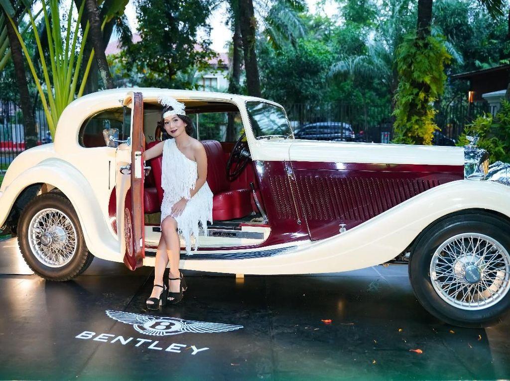 Gaya pakaian bertema tahun 20-an itu tentunya disesuaikan dengan tahun Bentley berdiri. Istimewa/Dok. Bentley.