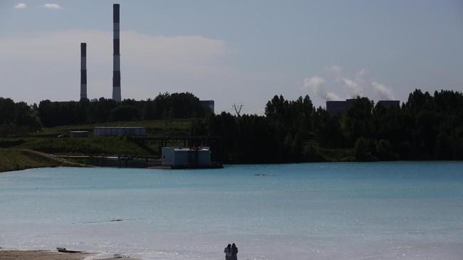 Air jernih di danau, yang sering disebut 'Maladewa di Siberia', berasal dari garam kalsium dan oksida logam yang mengandung zat alkali tinggi. (Photo by Rostislav NETISOV / AFP)