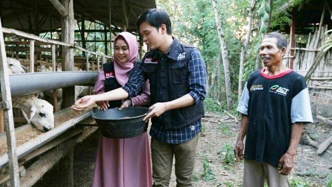 Pengalaman Anisa dan Dito Urus Kambing Global Qurban di Blora