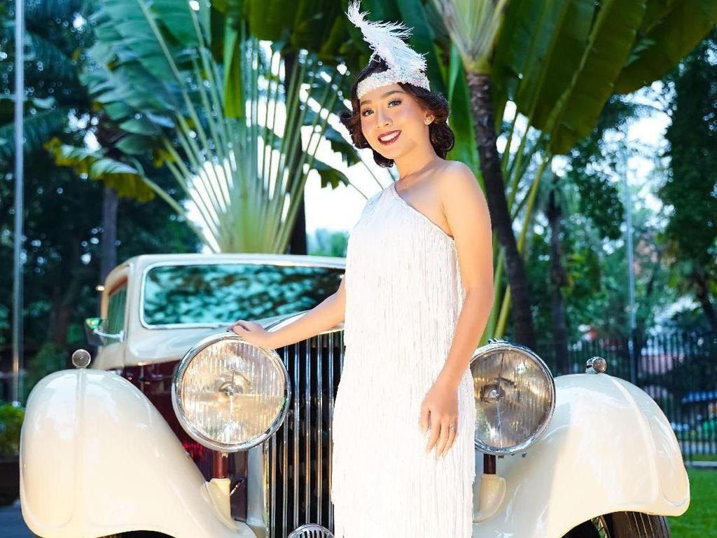 Mobil itu dipajang untuk merayakan 100 tahun Bentley di Indonesia. Mobil itu adalah Bentley 3.5 Liter. Mobilnya sangat panjang bonnetnya dengan dua warna yang sangat khas Inggris, warna pastel dengan campuran warna coklat. Istimewa/Dok. Bentley.