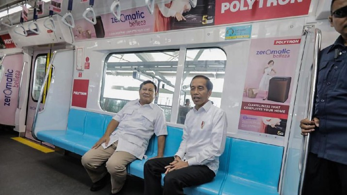 Akhirnya... Jokowi dan Prabowo Bertemu di MRT Jakarta