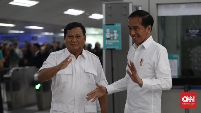 Joko Widododan Prabowo Subianto yangbertemu di Stasiun MRT Lebak Bulus, langsung menuju Stasiun MRT Senayanuntuk makan bersama diFX Senayan. (CNN Indonesia/Adhi Wicaksono)