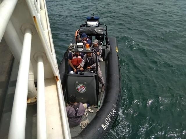Indonesian Coast Guard dan USCG Latihan Evakuasi Korban di Laut