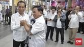 Dalam pertemuannya, Prabowo berkatasiap membantu pemerintahan Jokowi demi kepentingan rakyat. Jokowi pun meninta perseteruan cebong-kampret usai.(CNN Indonesia/Adhi Wicaksono)