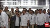 Prabowo Subianto tiba di Stasiun MRT Lebak Bulus, Jakarta, Sabtu (13/7). (CNN Indonesia/Adhi Wicaksono)