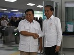 Momen Adem Jokowi dan Prabowo Meet Up di MRT Jakarta